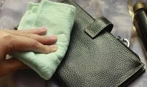 Çantadaki yağ lekesi çözümsüz değil