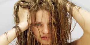 Havuz suyundan yıpranan saçlara özel bakım tüyoları