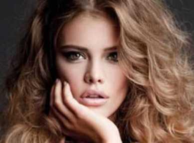 Dalgalı Saç Modeli Çok Gözde
