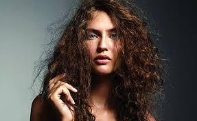 Kıvırcık saçların kabarması nasıl engellenir
