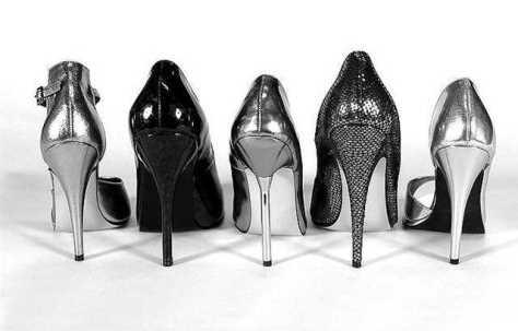 Topuklu ayakkabı kemik çıkıklarına yol açıyor